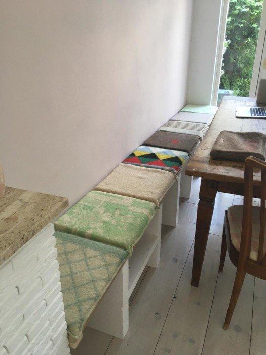 Wachtkamer of werkruimte opvrolijken met mooie kussens van VieJaLee! ?, Studio VieJaLee!